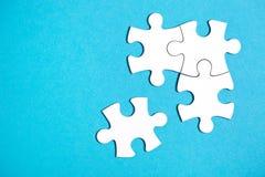 Quatre morceaux déconnectés de puzzle denteux photos libres de droits