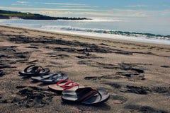 Quatre paires de bascules électroniques à la plage Image libre de droits