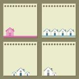 Quatre papiers de note avec des maisons. Images stock