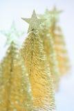 Quatre peu d'arbres de Noël d'or Images stock