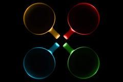 Quatre tasses de différentes couleurs Images libres de droits