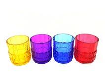 quatre verres multicolores d'isolement images libres de droits