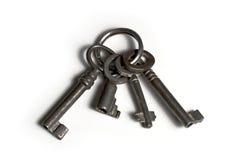 Quatre vieilles clés sur le porte-clés Photographie stock libre de droits
