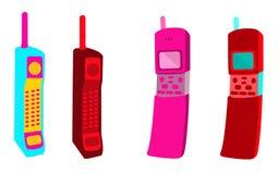 Quatre vieux différents différents premiers téléphones portables colorés de rétro rétro de bouton de hippie place de vintage avec Photographie stock