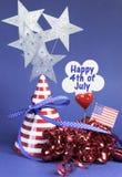 Quatrième 4ème heureux des décorations de table de partie de juillet - verticale. Photographie stock libre de droits