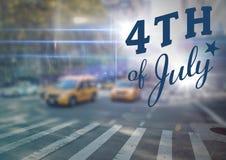 Quatrième de bleu de graphique de juillet contre la scène trouble de rue avec des fusées Images stock
