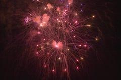 Quatrième de célébration de juillet avec des feux d'artifice éclatant, Jour de la Déclaration d'Indépendance, Ojai, la Californie Photo libre de droits