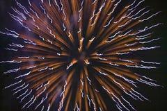Quatrième de célébration de juillet avec des feux d'artifice éclatant, Jour de la Déclaration d'Indépendance, Ojai, la Californie Photographie stock