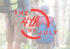 Quatrième de rouge de graphique de juillet contre le père et le fils dans la forêt Image stock
