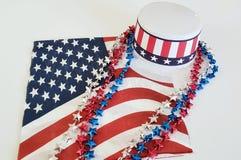 Quatrième des décorations de célébration de juillet sur un fond blanc Images stock