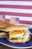 Quatrième des Etats-Unis des hamburgers de juillet - verticale Photos libres de droits