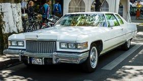 Quatrième génération de luxe normale de Cadillac Coupe de Ville de voiture, 1975 Images libres de droits