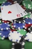 Quatro ás e microplaquetas de póquer Fotos de Stock Royalty Free