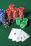 Quatro ás e microplaquetas do póquer Imagem de Stock