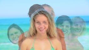 Quatro amigos que alinham e que estão em um ângulo vídeos de arquivo