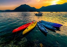 quatro barcos coloridos na água Fotos de Stock Royalty Free