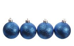 Quatro bolas spangled azuis do Natal Imagens de Stock