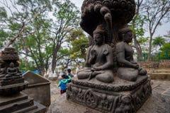 Quatro buddhas e visitantes fotos de stock royalty free