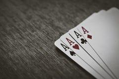 Quatro cartões de jogo dos áss em um fundo de madeira risco, sorte, abstração Fotos de Stock Royalty Free