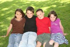 Quatro crianças caucasianos felizes Fotos de Stock Royalty Free