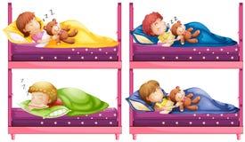Quatro crianças que dormem no bunkbed Foto de Stock