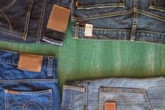 Quatro das calças de brim e do fundo do quadro Fotografia de Stock Royalty Free