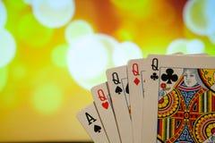 Quatro de um pôquer do tipo cardam a combinação na sorte borrada da fortuna do jogo do casino do fundo Fotografia de Stock Royalty Free