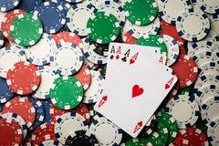 Quatro de uma mão de pôquer do tipo Aces e lascam-se fotografia de stock royalty free