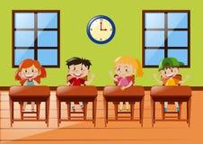 Quatro estudantes que sentam-se na sala de aula ilustração royalty free