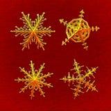 Quatro flocos de neve dourados - com trajeto de grampeamento Imagem de Stock
