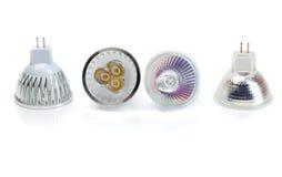 Quatro halogênio das lâmpadas MR16 contra o diodo emissor de luz Imagens de Stock Royalty Free
