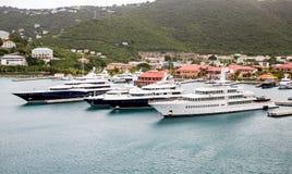Quatro iate luxuosos em St Thomas Harbor Imagem de Stock