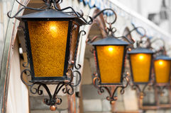 Quatro lanternas de bronze na fachada Foto de Stock Royalty Free