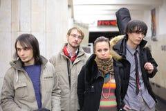 Quatro músicos novos na estação de metro imagens de stock