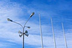 Quatro megafone exteriores em uma luz de rua Foto de Stock Royalty Free