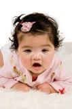 Quatro meses de bebê idoso que coloca no tapete Fotografia de Stock