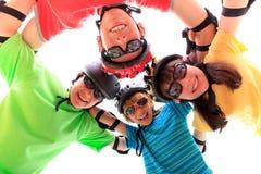 Quatro miúdos com capacetes Fotografia de Stock