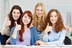 Mulheres que mantêm os polegares Imagens de Stock