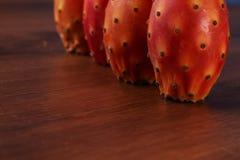Quatro Nopal ou cacto na madeira Imagens de Stock