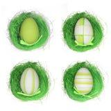 Quatro ovos da páscoa na grama Imagens de Stock