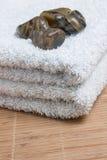 Quatro pedras na toalha Fotografia de Stock Royalty Free