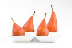 Quatro peras caçadas no vinho vermelho Imagem de Stock