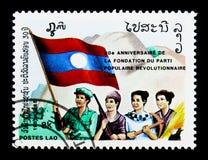 Quatro pessoas com bandeira, o partido revolucionario do pessoa, 30o anniv Fotos de Stock Royalty Free