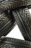 Quatro pneus pretos novos no branco Imagens de Stock