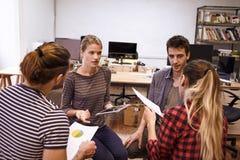 Quatro povos novos das vendas na reunião Fotografia de Stock Royalty Free