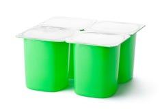 Quatro recipientes plásticos para produtos lácteos com tampa da folha Fotografia de Stock Royalty Free