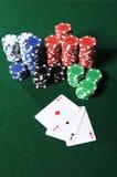 Quatro ás e microplaquetas do póquer Fotografia de Stock Royalty Free