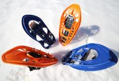 Quatro sapatos de neve modernos na montanha Foto de Stock Royalty Free