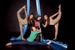 Quatro separações aéreas das mostras das ginastas Fotos de Stock