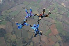 Quatro skydivers Imagem de Stock
